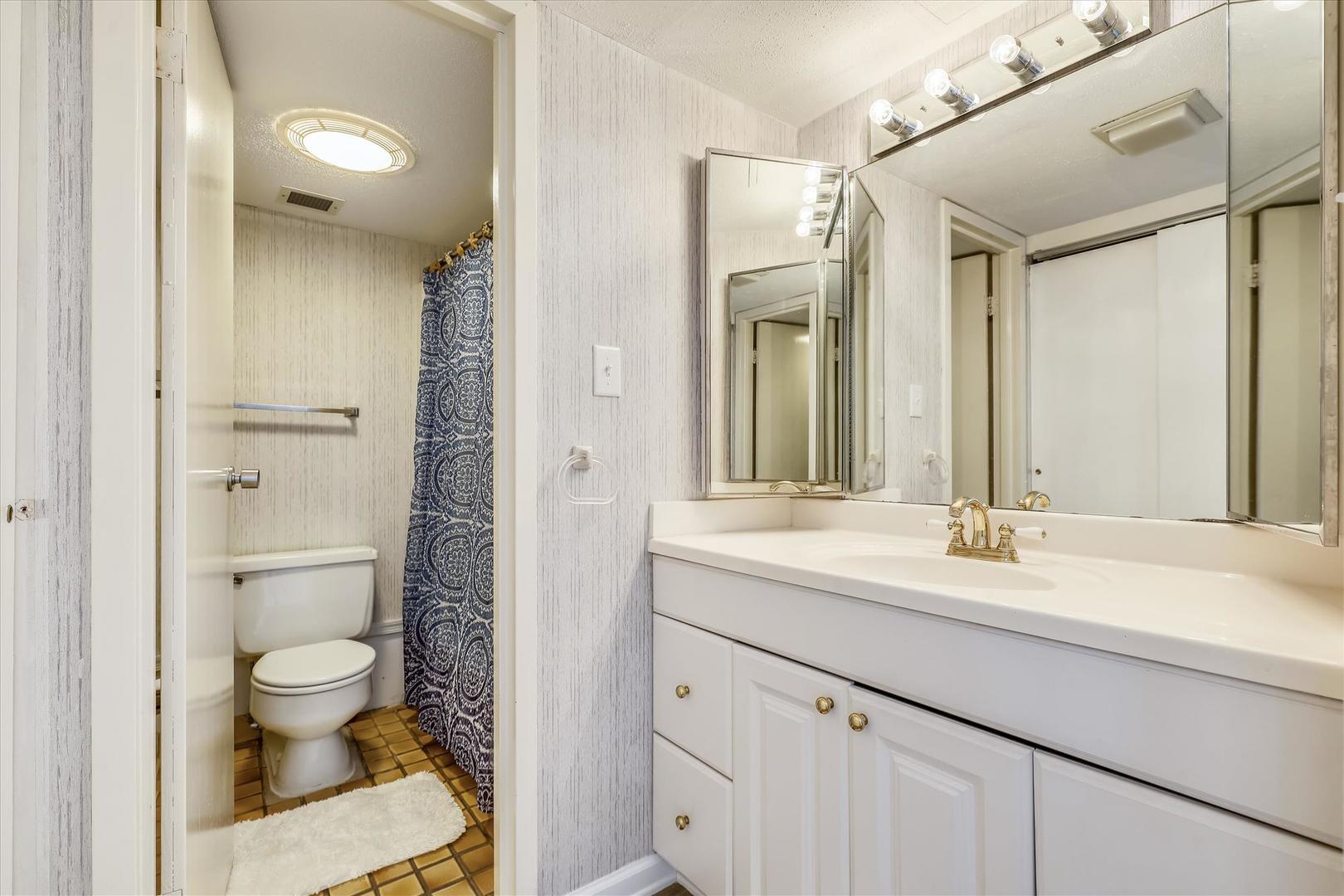 Century I 2210 - Full Bathroom on Upper Level