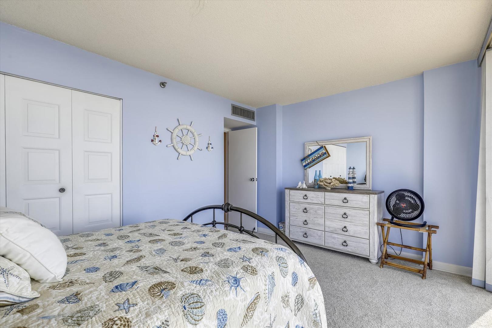 Century I 2203 - Upper Level Bedroom