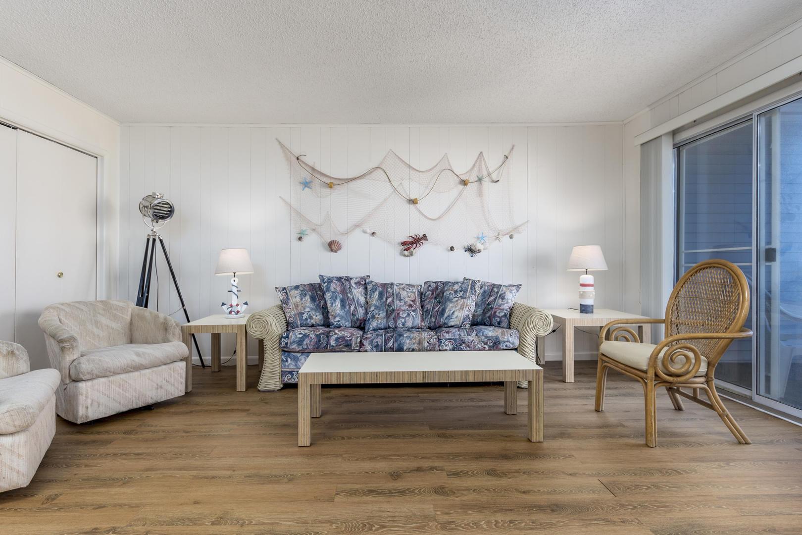 Seaway 21 - Living Room