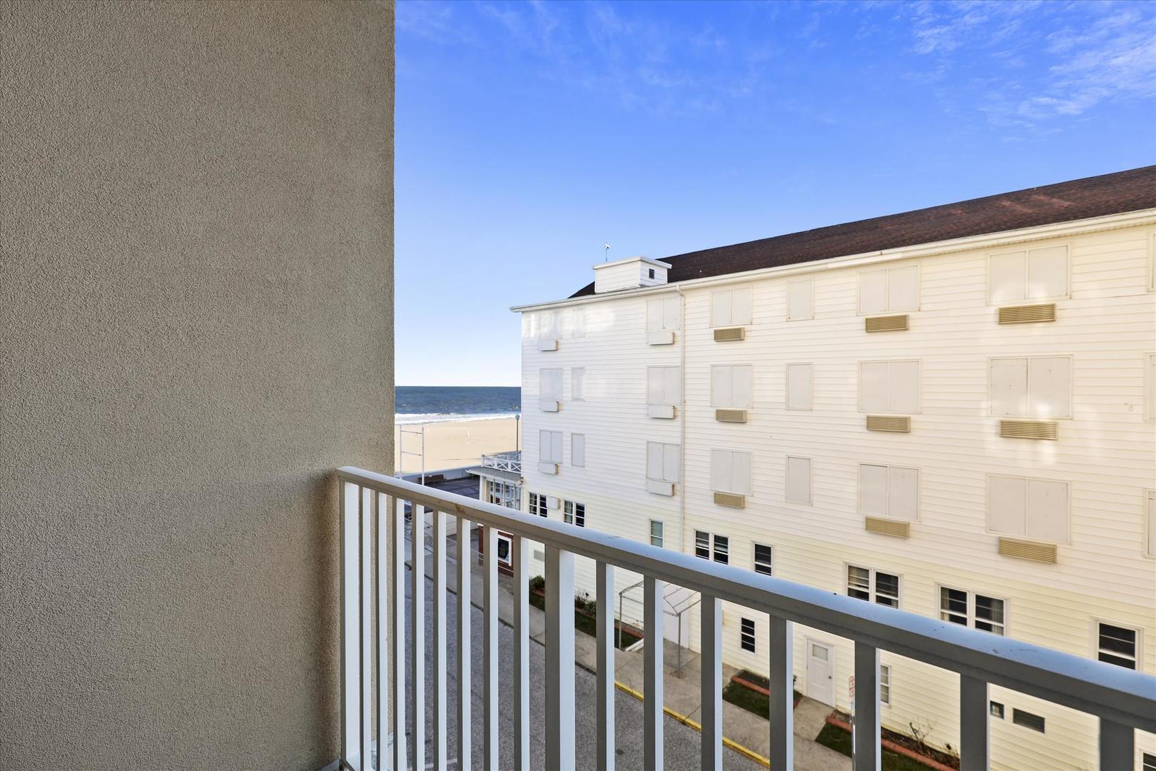 South Beach 304 - Small Side Balcony