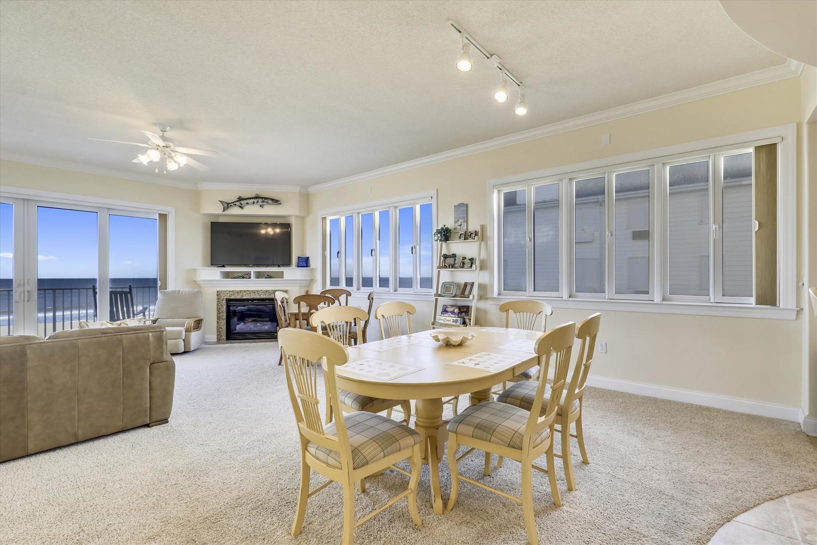 South Beach 304 - Dining Area