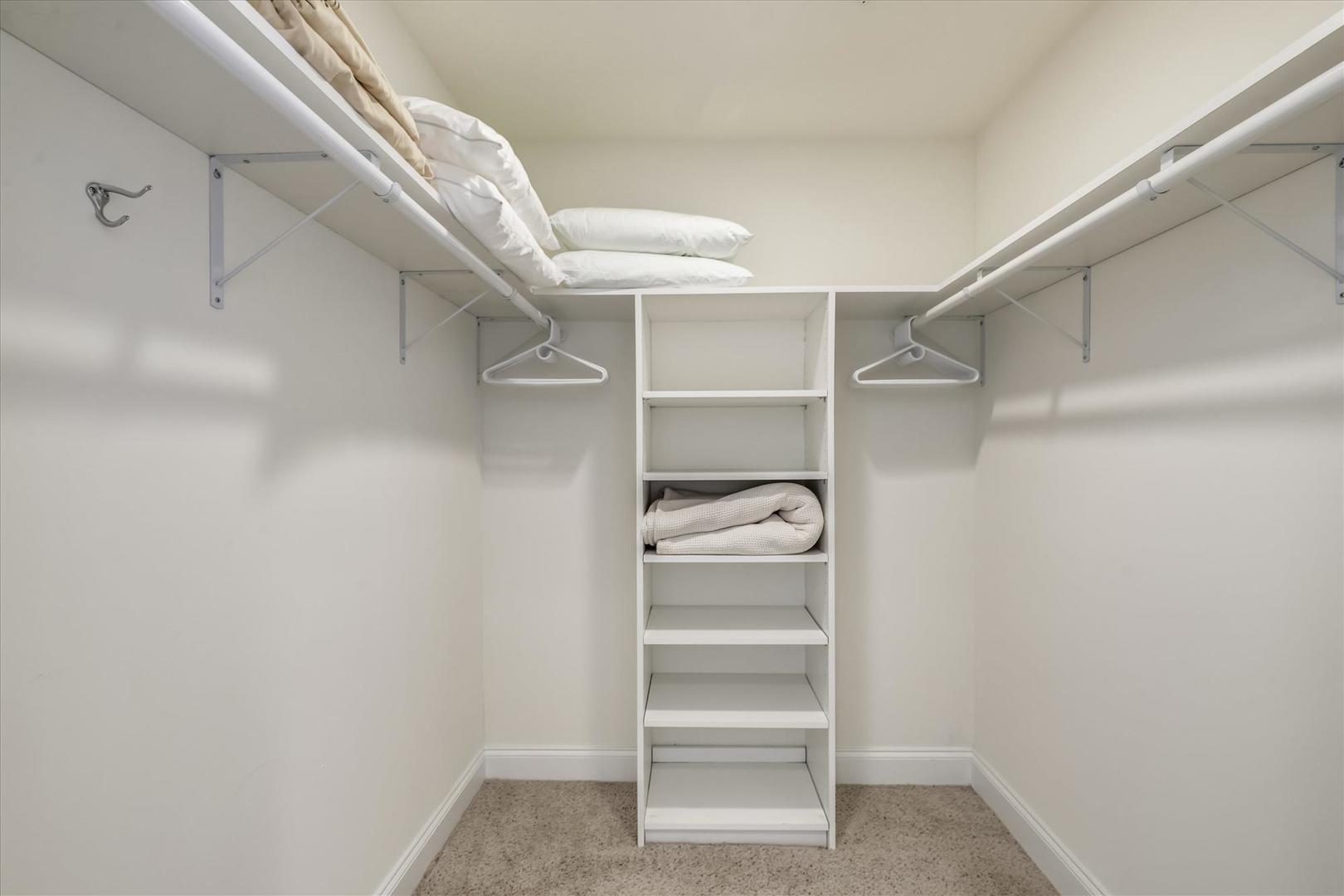 South Beach 304 - Walk-In Closet