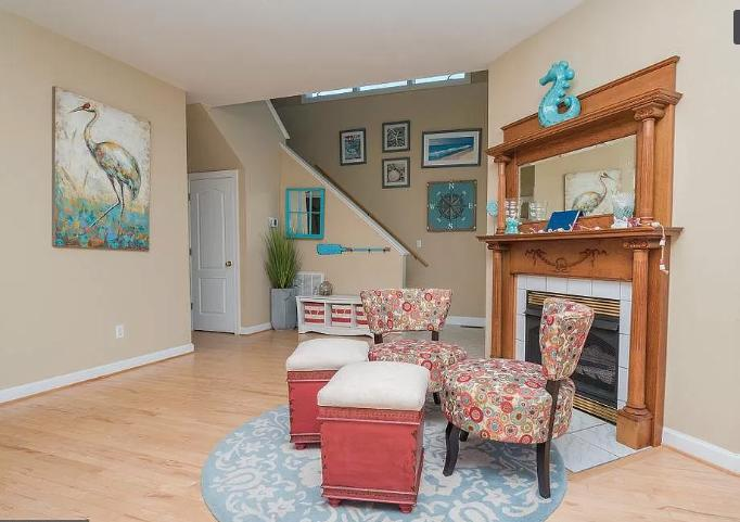 10429 Norwich Road  - Living Room