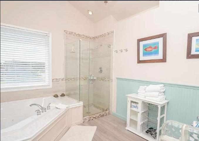 10429 Norwich Rd - Master Bathroom