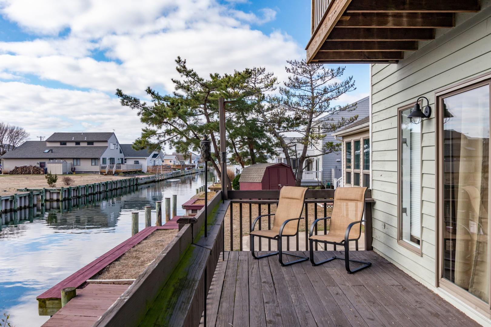 Channel Buoy Retreat - Waterfront Deck off Living Room