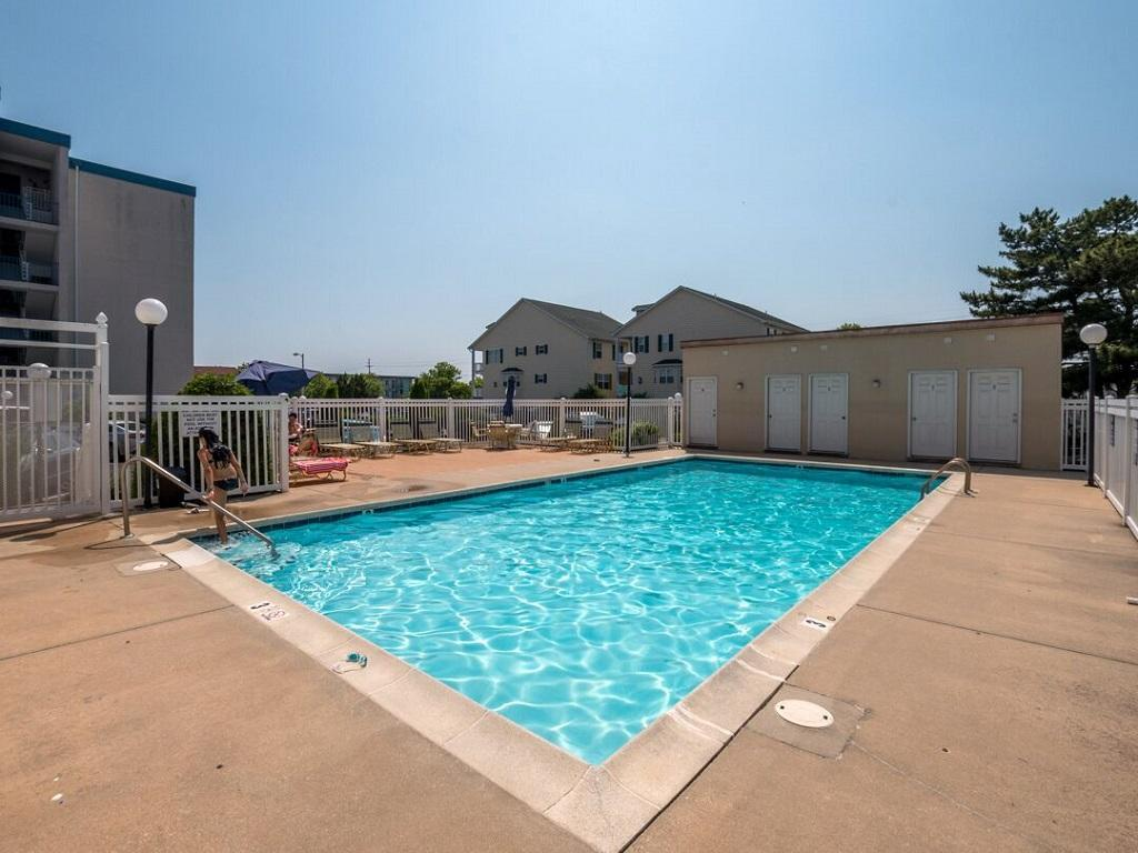 Amber Waves - Outdoor Pool