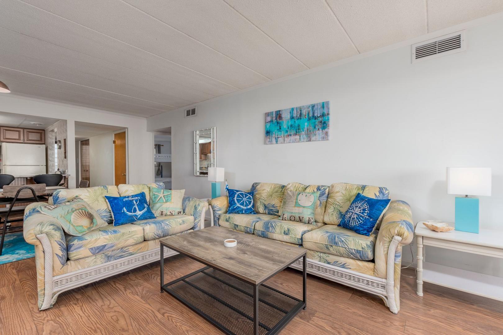Amber Waves 101 - Living Room