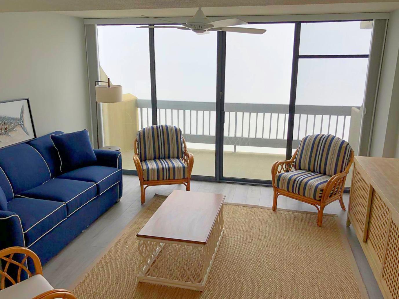 Century I 1622 - Oceanfront Living Room