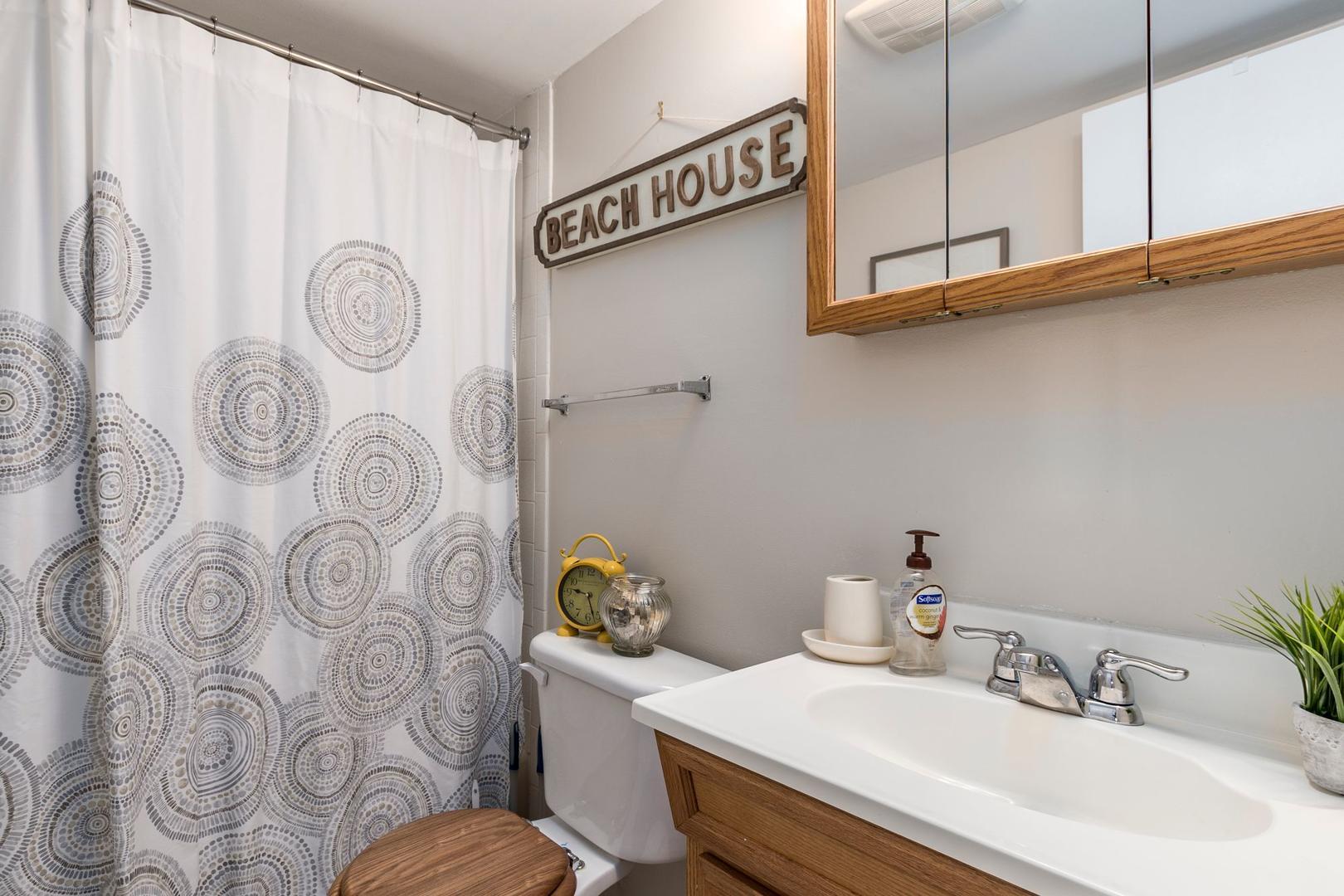 Colonial Condo 202 - Bathroom 2