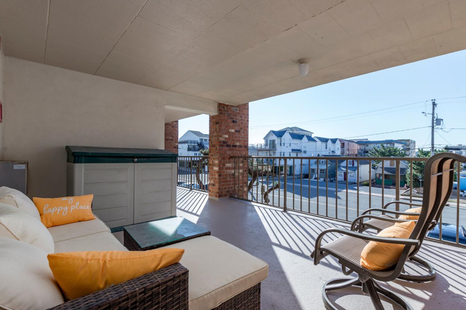Colonial Condo 202 - Balcony