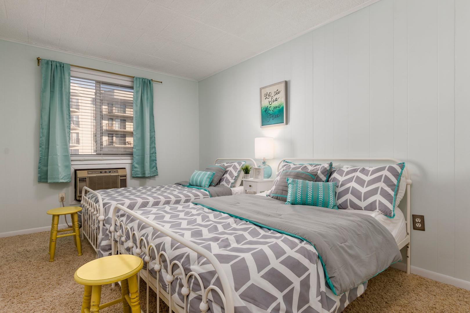 Colonial Condo 202 - Bedroom 2