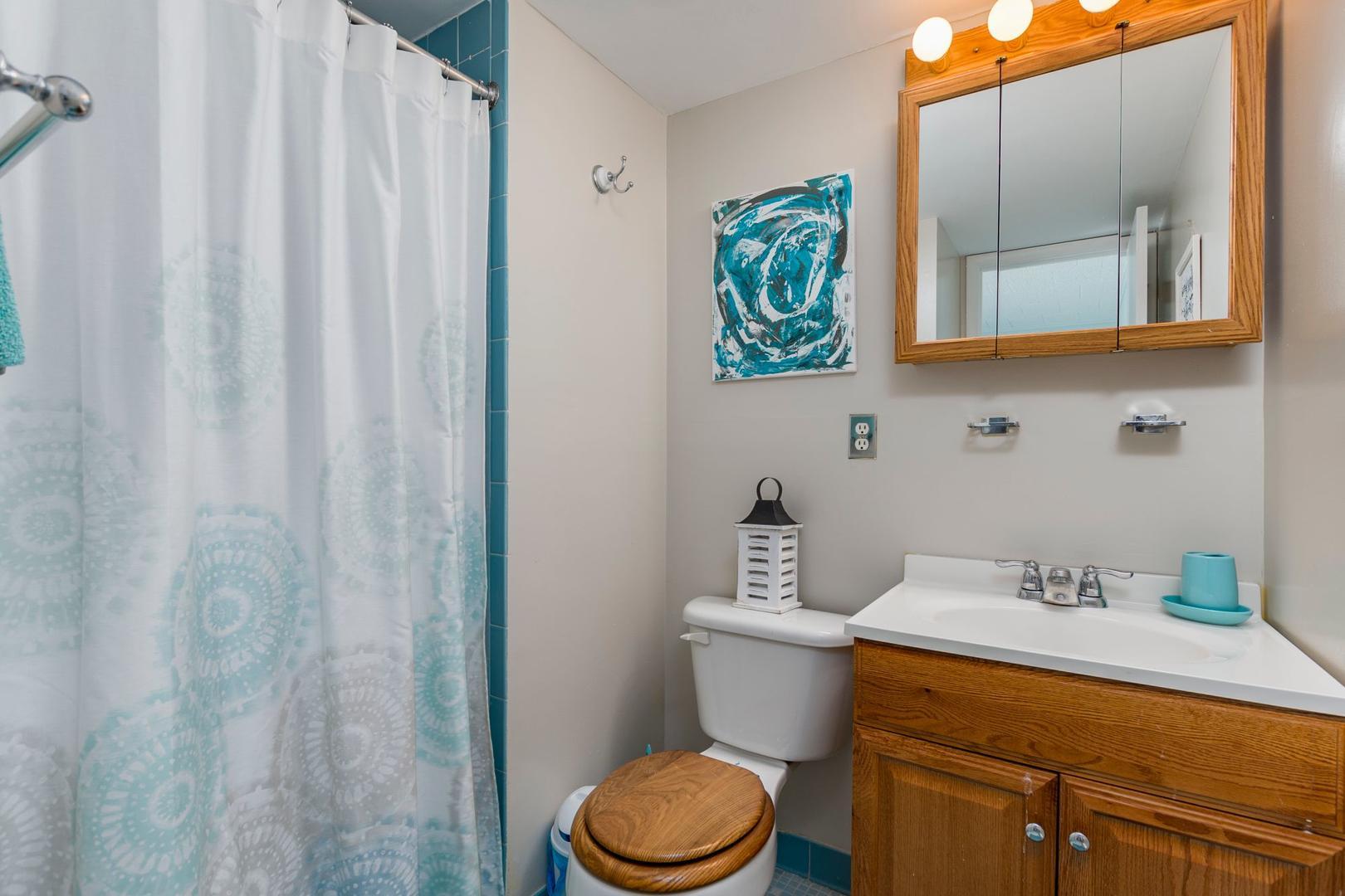 Colonial Condo 202 - Bathroom 1
