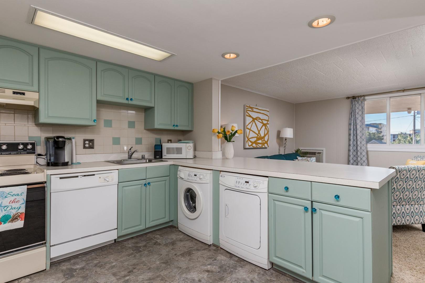 Colonial Condo 202 - Kitchen