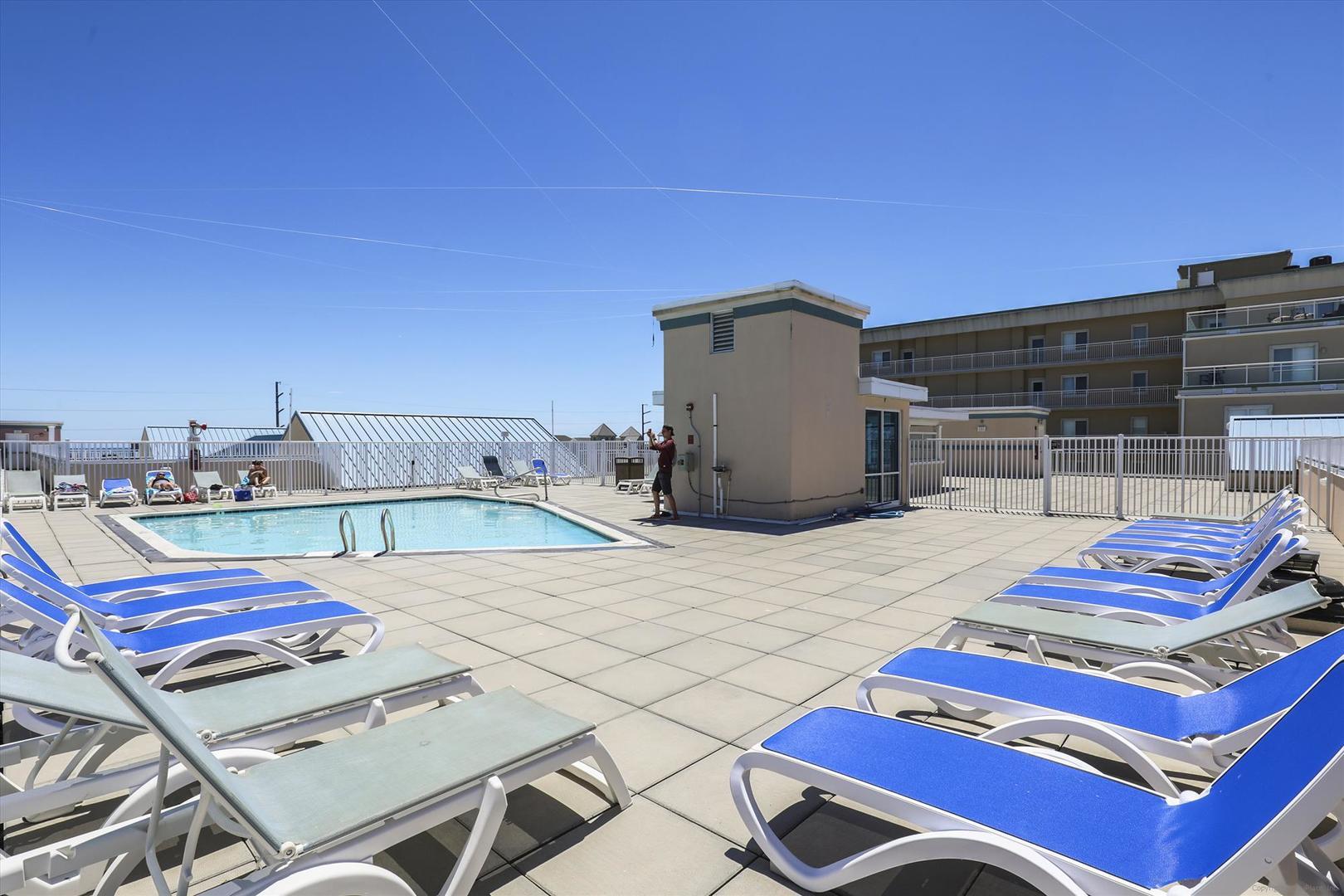 Sunset Beach Rooftop Pool (open seasonally)