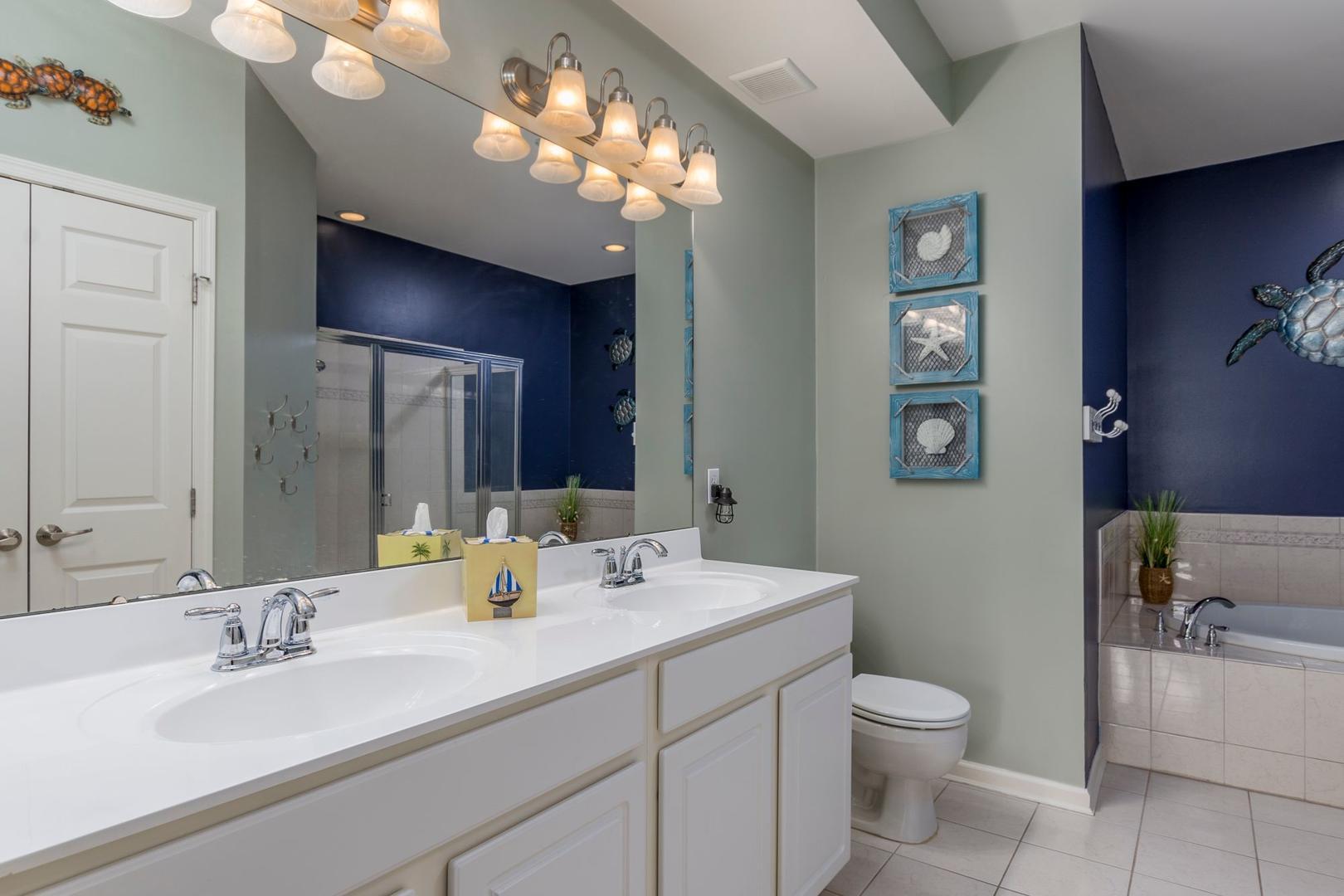 Sunset Island 35 Fountain Dr. W 2C - Master Bathroom
