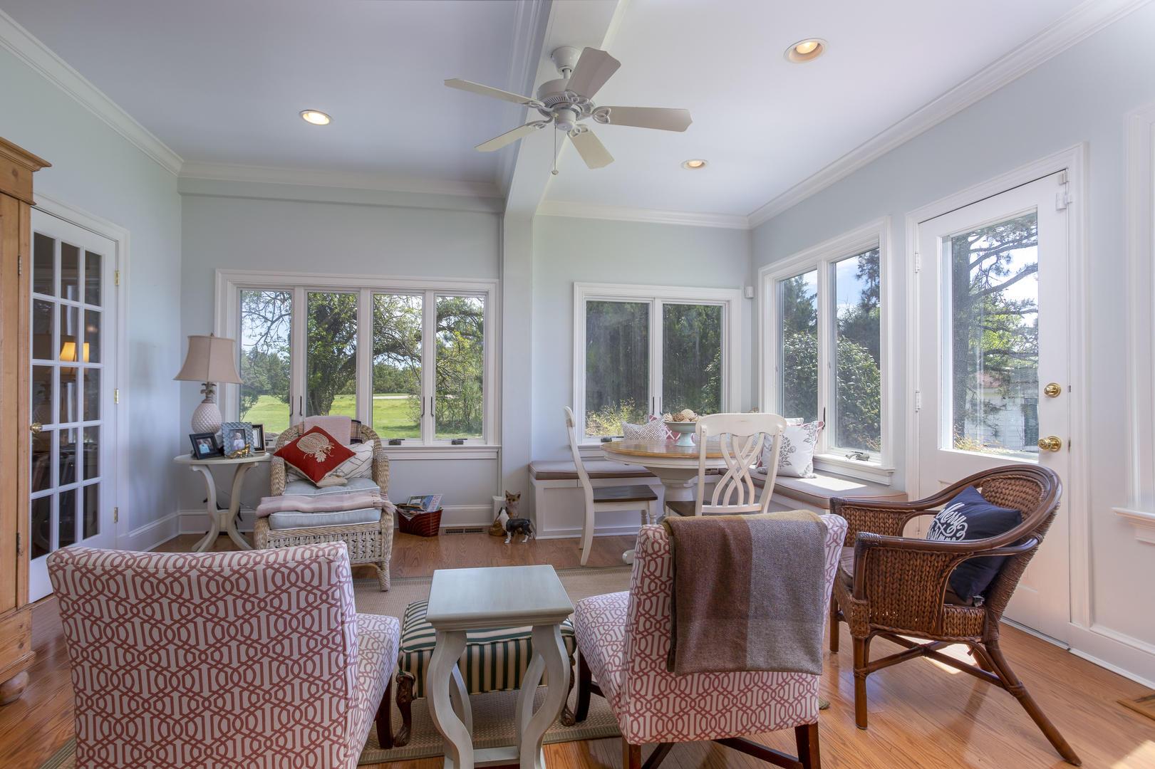 Breakfast Area/Sun Room