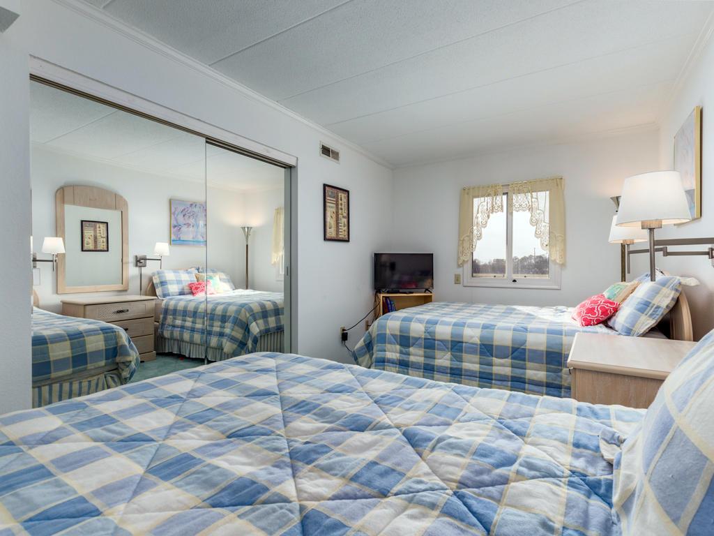 Pelican Beach, 204 - Second Bedroom