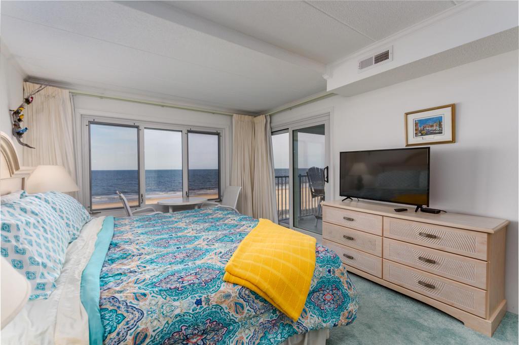 Pelican Beach, 204 - Master Bedroom