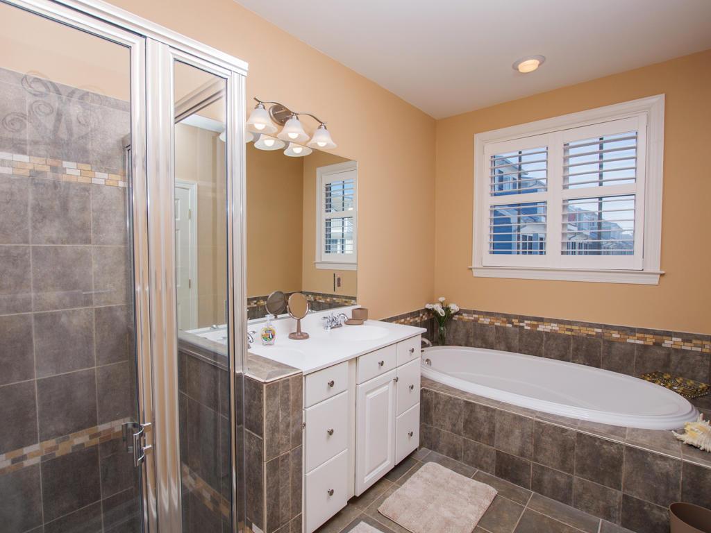 Sunset Island, 15 Fountain Drive West - Master Bathroom