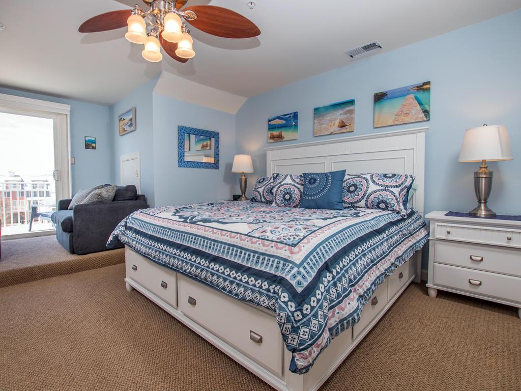 Sunset Island, 15 Fountain Drive West - Top Floor Bedroom