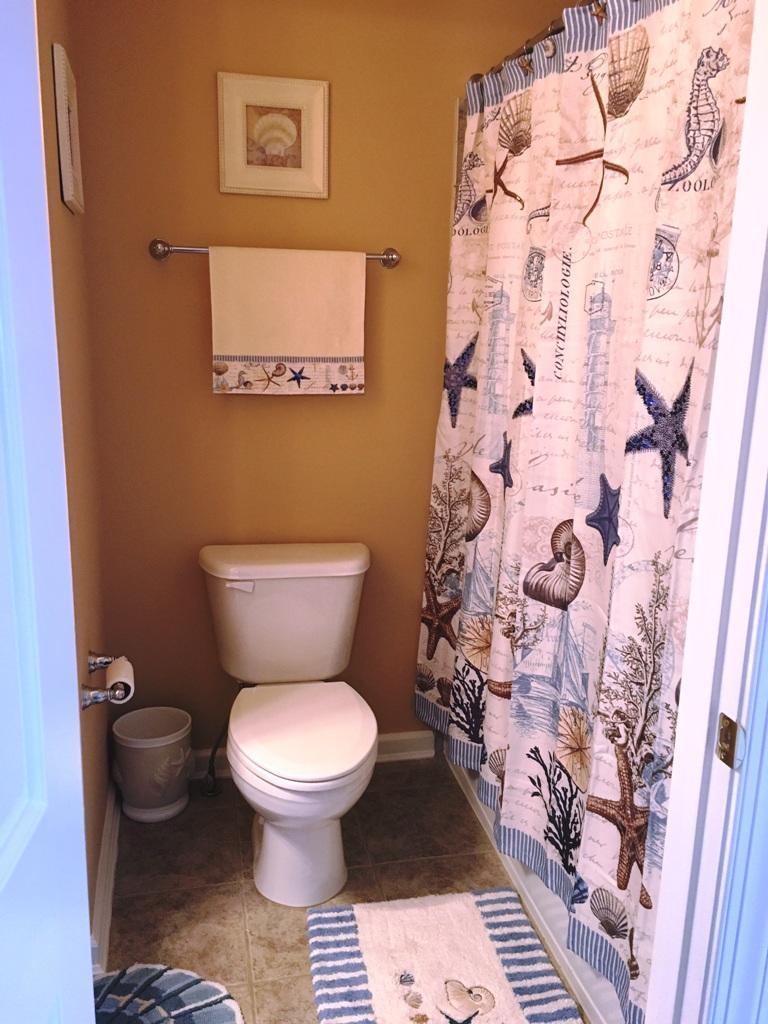 Sunset Island, 15 Fountain Drive Wesr - To[p Floor Bathroom