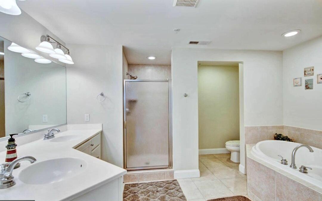Master Bathroom - Sunset Beach 207