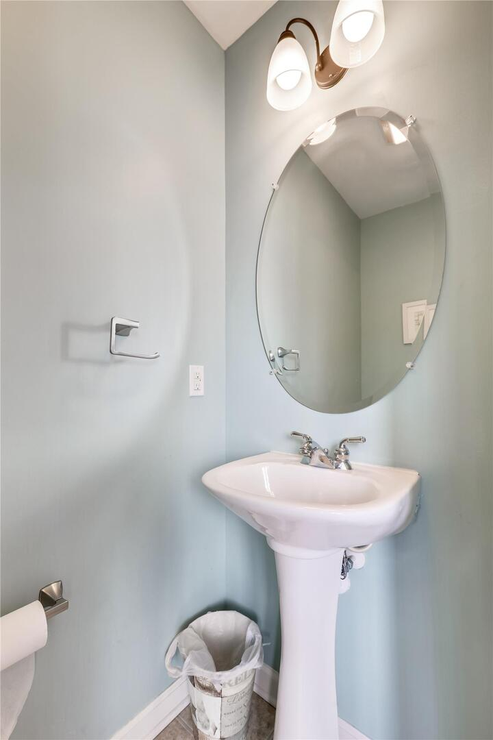 328 Sunset Drive B - Powder Room