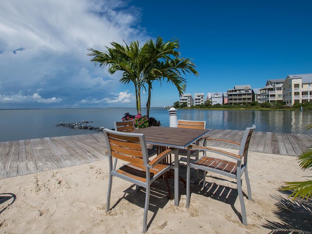 Sunset Island - Private Beach