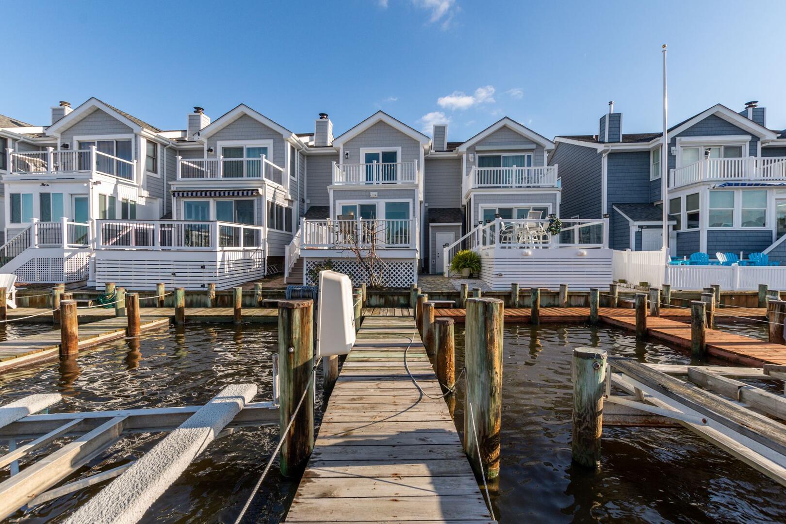 Exterior/Dock of Sunset Harbour 14127B