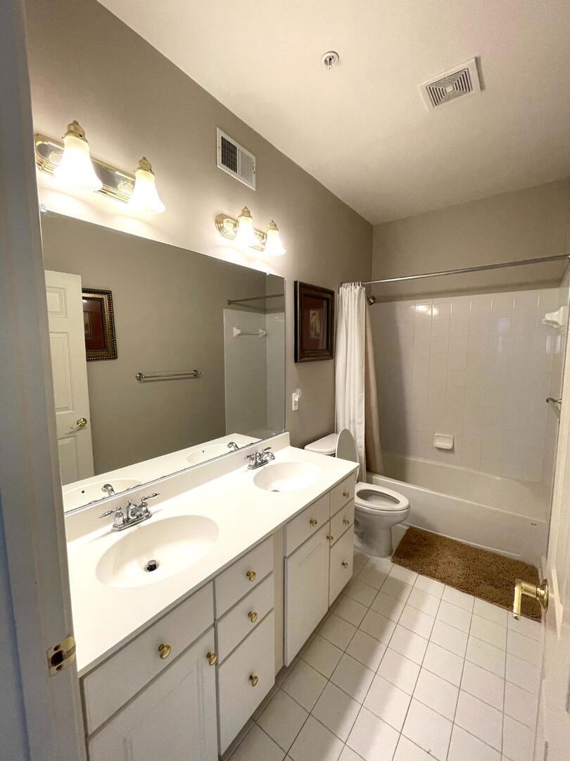 Hall Bathroom - Sunset Island 55 Island Edge Dr.