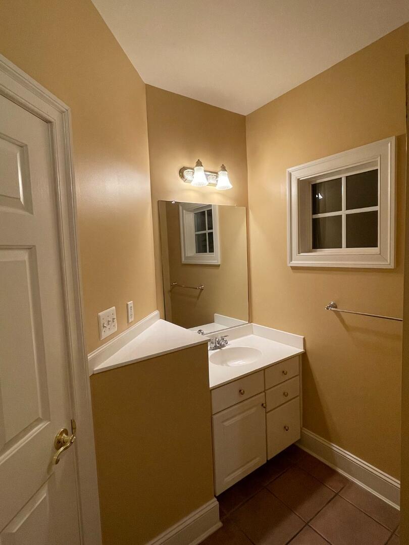 1st Floor Bathroom - Sunset Island 55 Island Edge Dr.