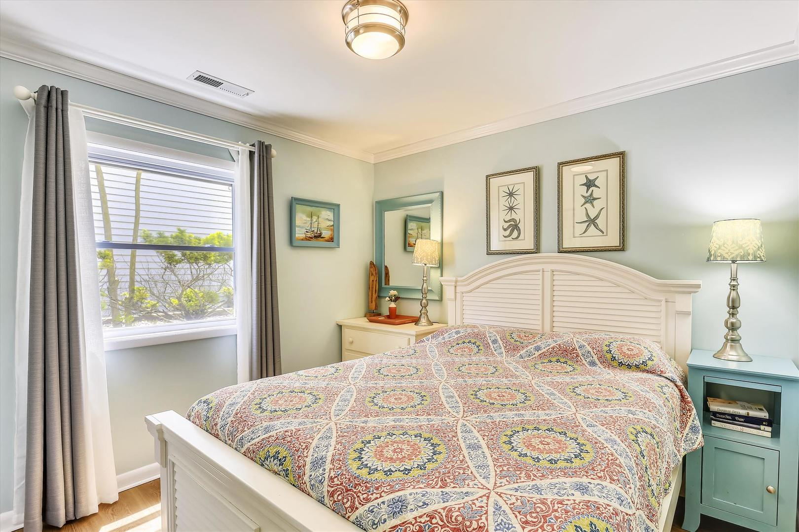 Cinnamon Teal 9 - Queen Bedroom on First Floor