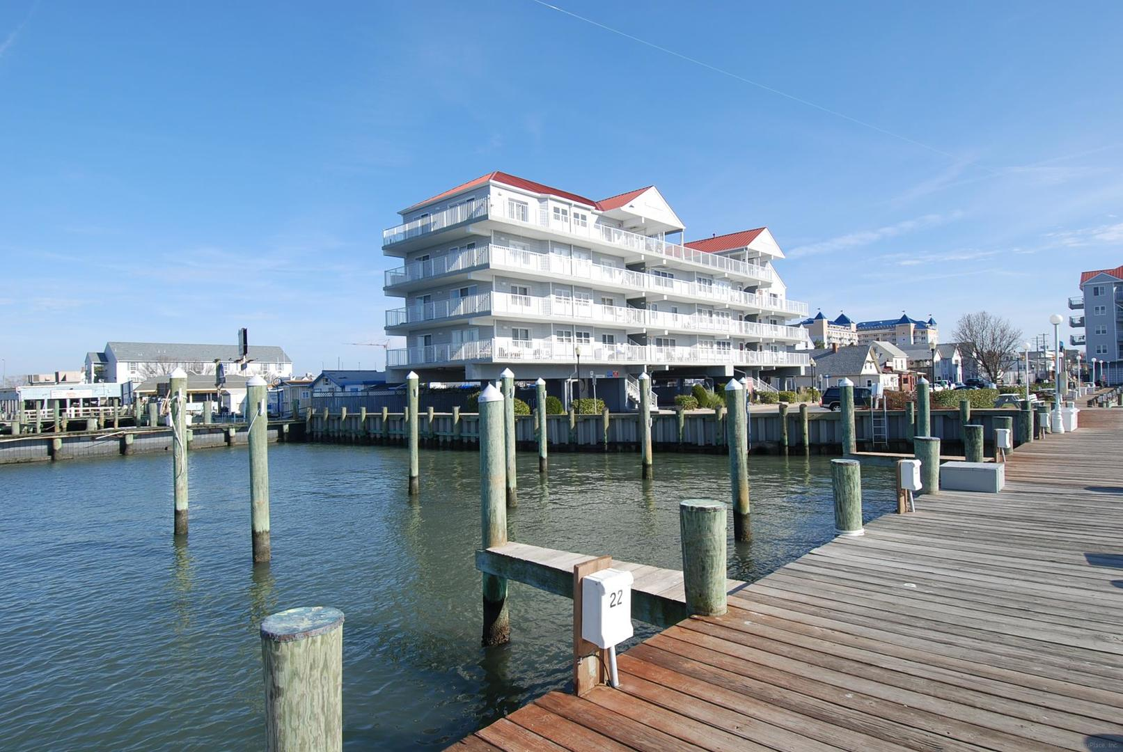 White Marlin - Exterior View from Dock