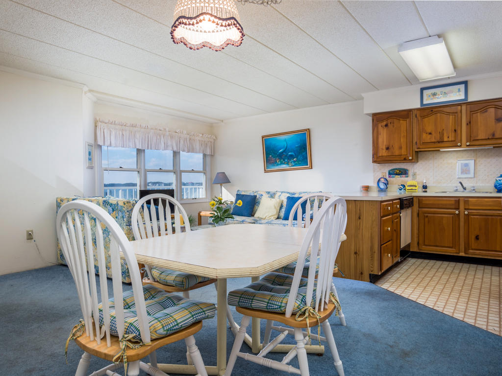 White Marlin 103A - Dining Area