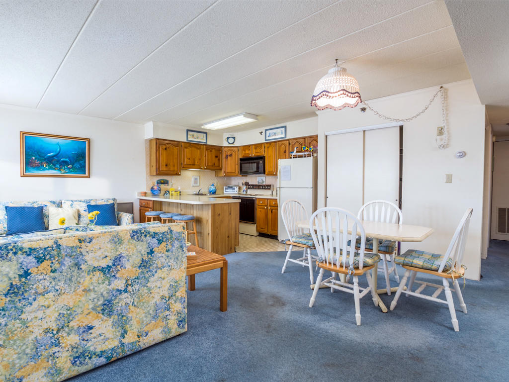 White Marlin 103A - Living Room and Dining Area