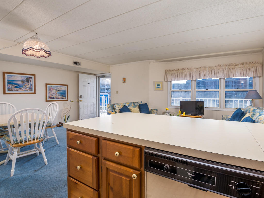 White Marlin 103A - Kitchen