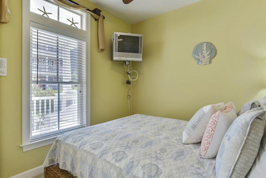 Sunset Island, 1 Beach Walk Mews - First Level Bedroom