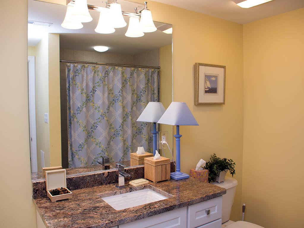 Astoria, 108 - Second Bathroom