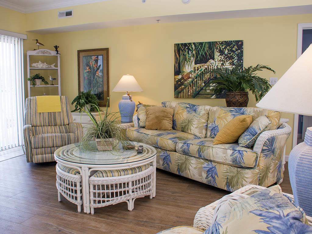 Astoria 108 - Living Room