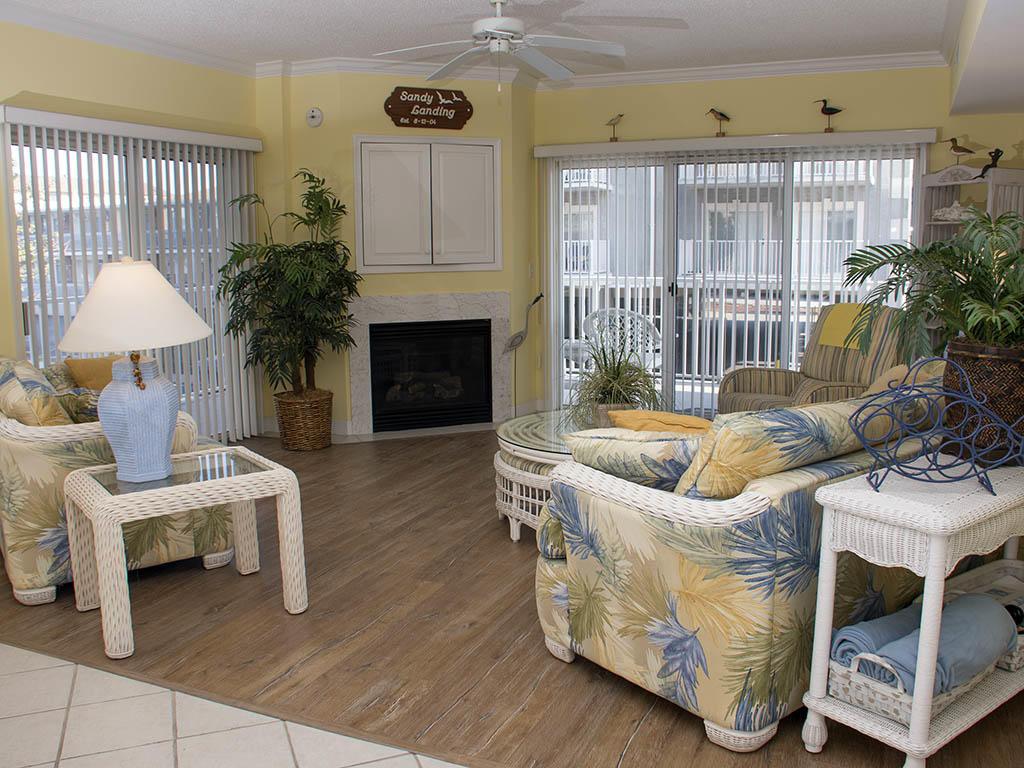 Astoria, 108 - Living Room