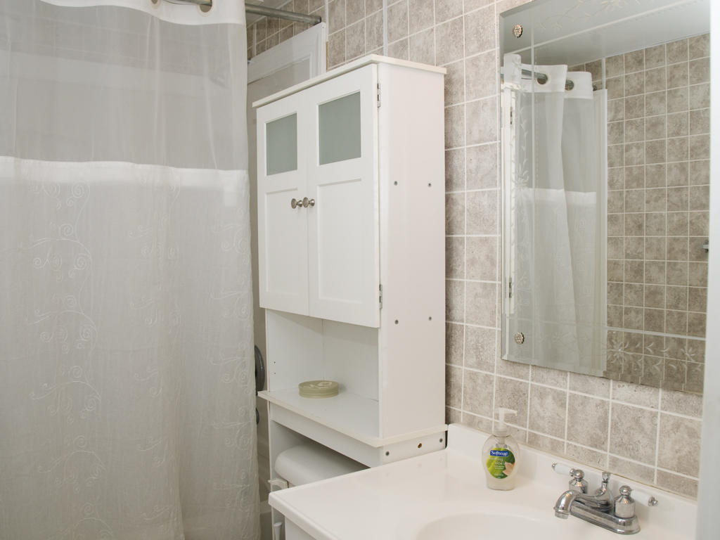 Braemar Towers, 404 - Master Bathroom
