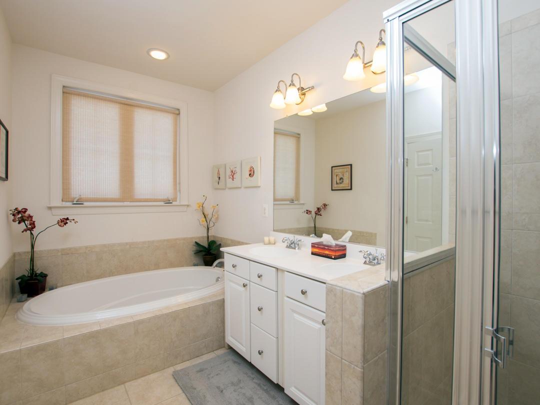 Sunset Island, 39 Canal Side Mews - Master Bathroom