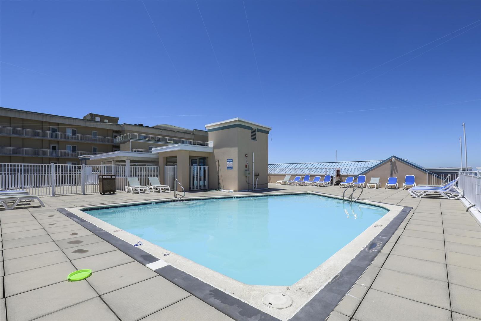 Sunset Beach - Outdoor Pool (open seasonally)