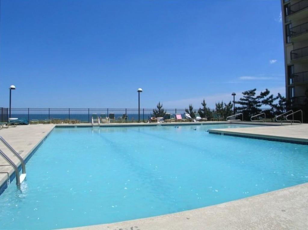 Braemar Towers - Outdoor Pool (open seasonally)