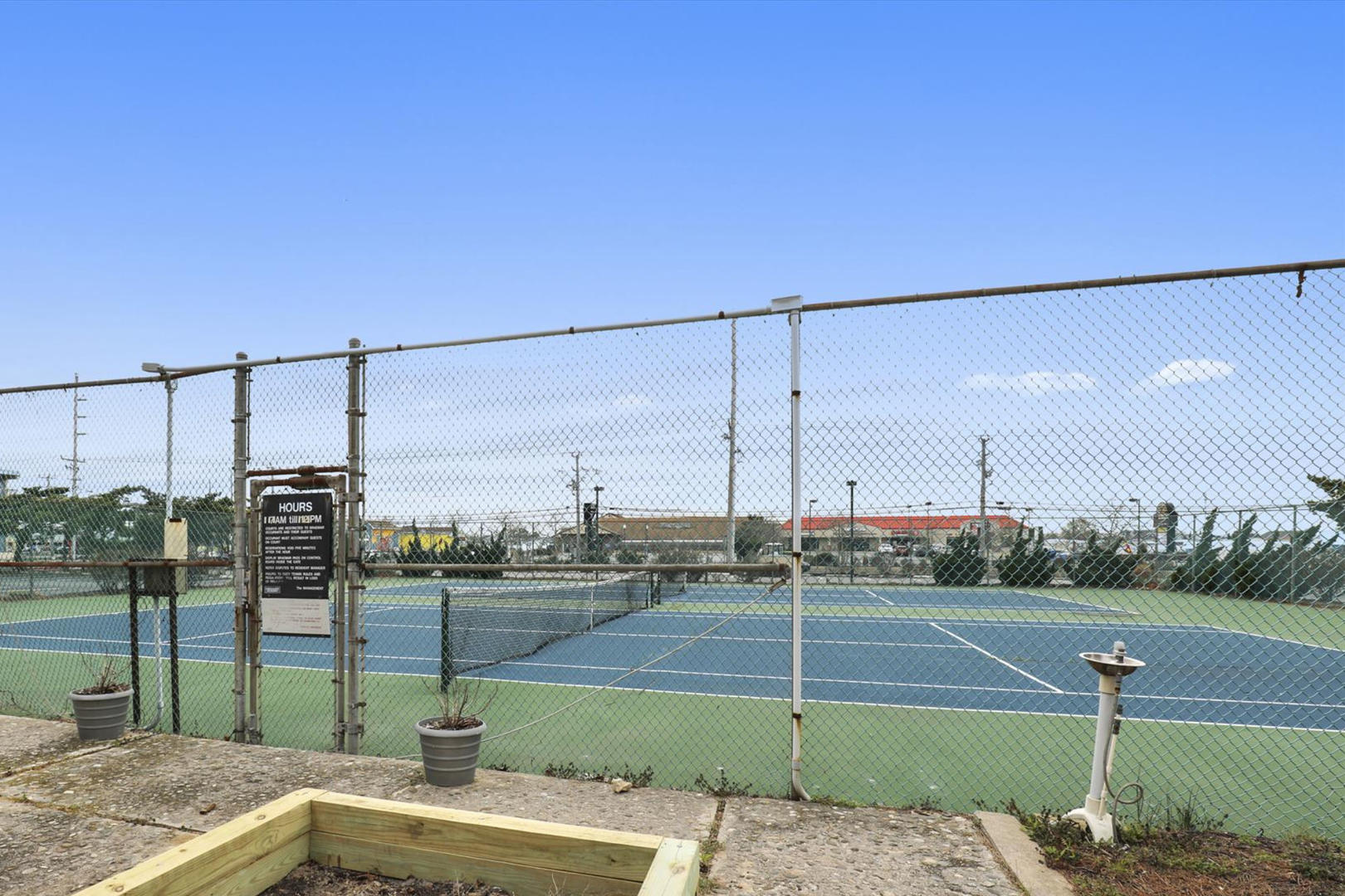 Braemar Towers - Tennis Courts