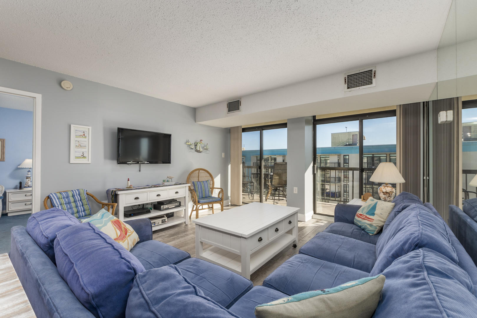 Braemar Towers 1006 - Living Room
