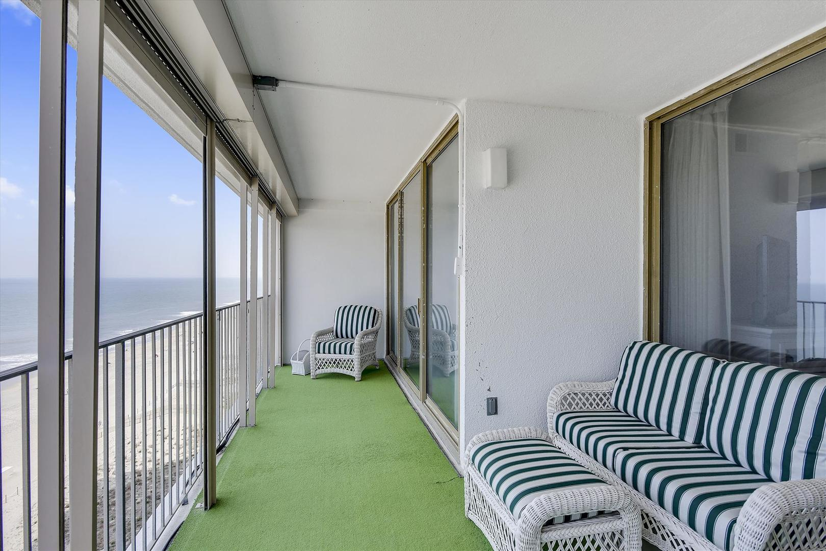 English Towers - Oceanfront Balcony