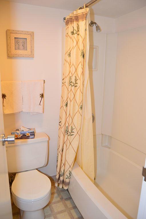 Century I 1603 - Bathroom 2