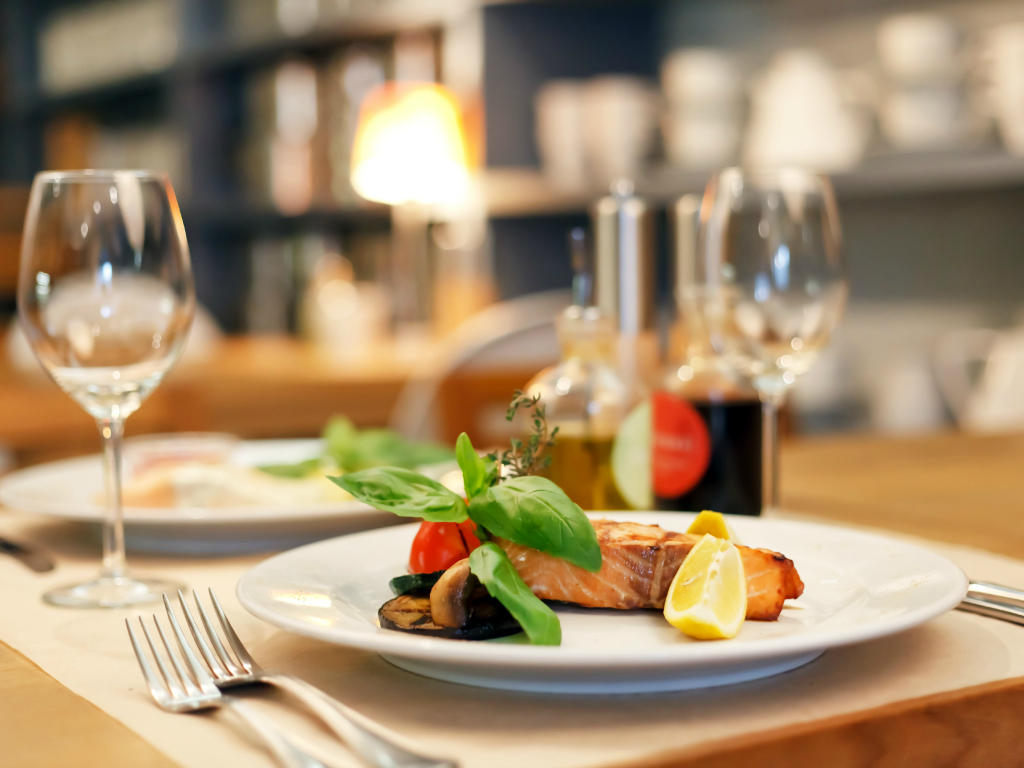 Enjoy Upscale Dining On-Site and in Surrounding Area
