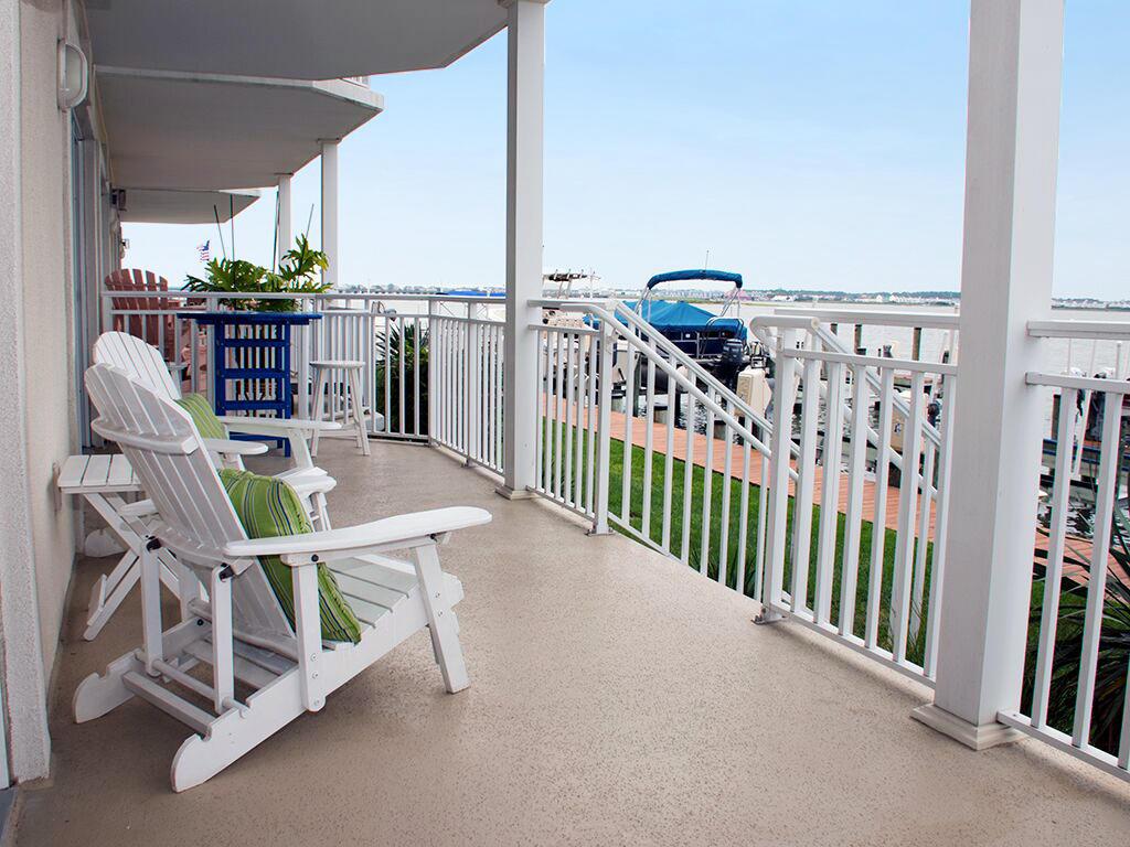 Bahia Vista I 103 - Bayfront Balcony